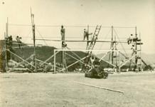 Budování zábrany v roce 1961
