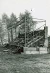 Fotografie rozestavěné tribuny z roku 1979