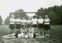 Fotografie ženského týmu z roku 1986